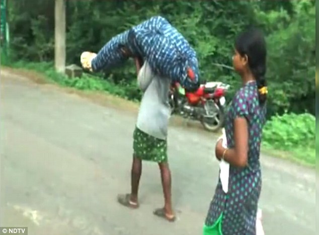 See why this Indian man was forced to carry his dead wife for miles [photos]