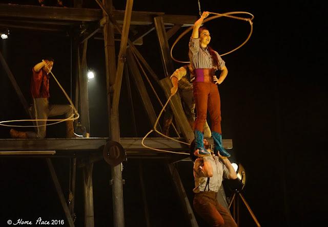 Cirque Éloize Saloon