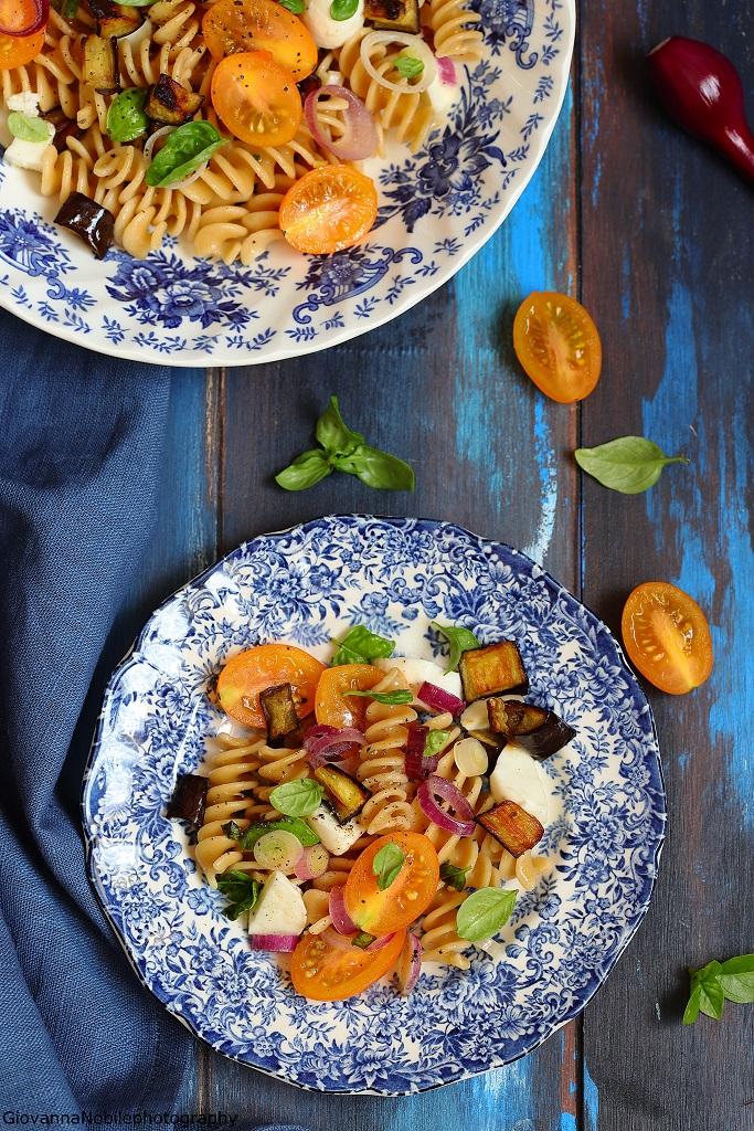 Fusilli con pomodorini, melanzane e mozzarella