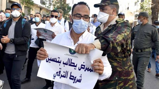 الضغط داخل خدمات كوفيد ، لا قسط Covid ، الاكتئاب: تظاهر الممرضون أمام وزارة الصحة
