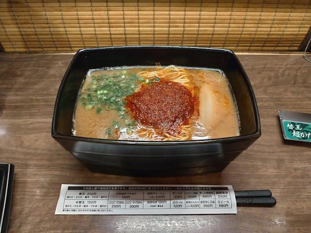 「一蘭 天神西通り店」で重箱で登場する釜だれとんこつラーメンを食べよう