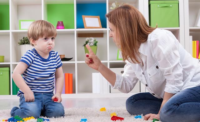 سلوكيات لا يجب فعلها مع طفلك