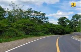 Jalan dengan aspal karet di Lampung