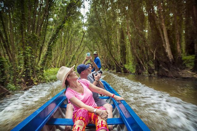 Menjelajahi Vietnam