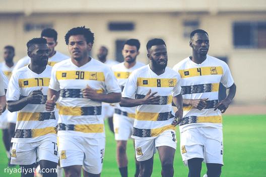 فهد المولد ورومارينهو لاعبي نادي الاتحاد السعودي لكرة القدم