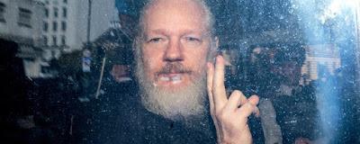 Após entregar Julian Assange, Equador sofre 40 milhões de ataques cibernéticos