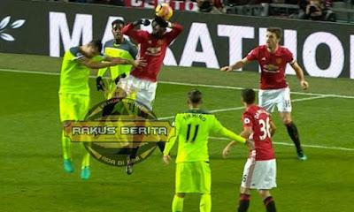 Pelanggaran Pada Manchester United Karna Bola Tersentuh Tangan Paul Pogba