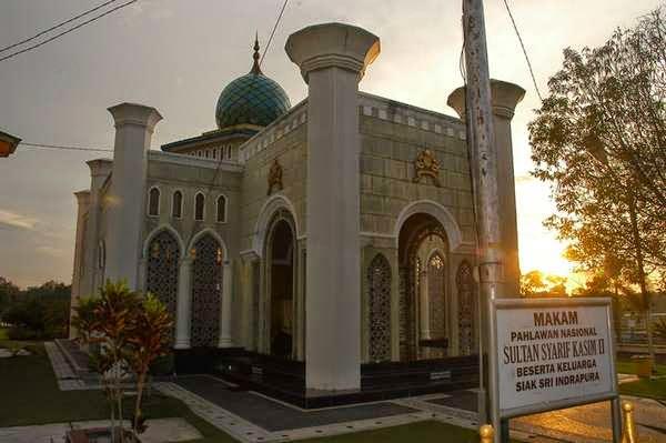 Makam Sultan Syarif Qasim II