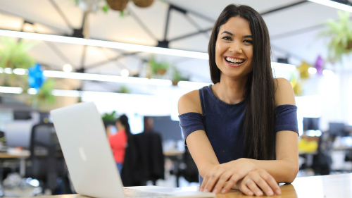 Melanie Perkins tạo nên nền tảng tỷ USD, tối giản hóa các thiết kế.