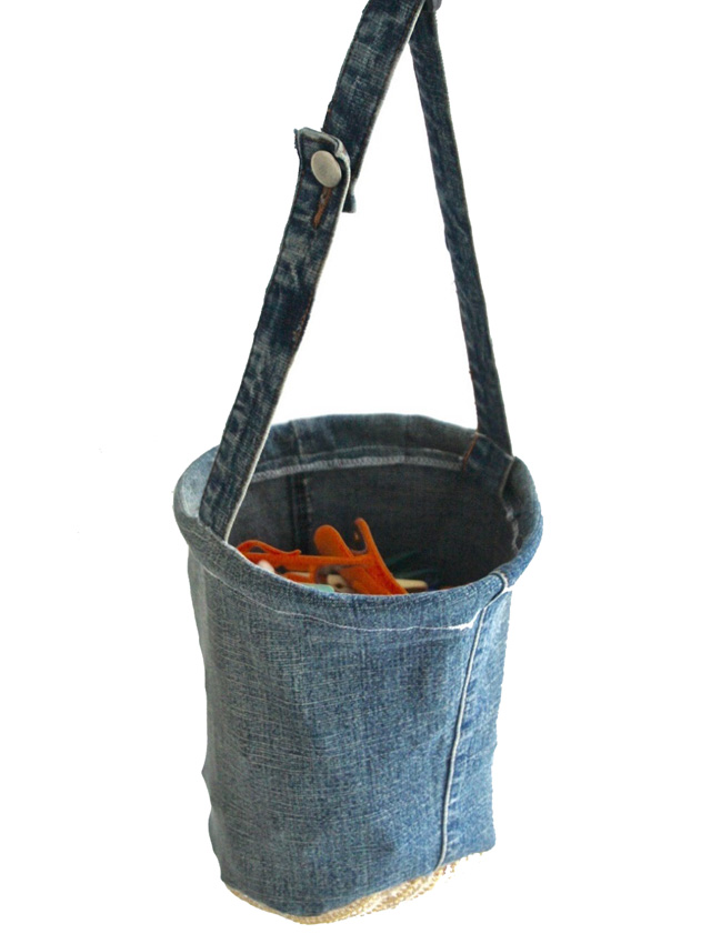 Upcycle a pair of jeans and make a clothes pin bag (peg bag). Tutorial by Libby's Lifestyle