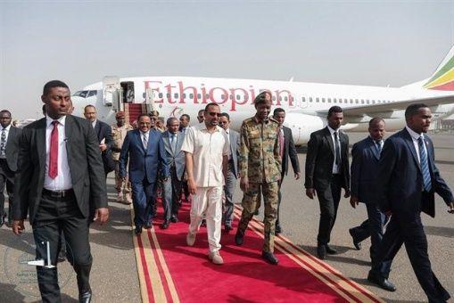Primer ministro etíope llega a Sudán para mediar entre militares y oposición