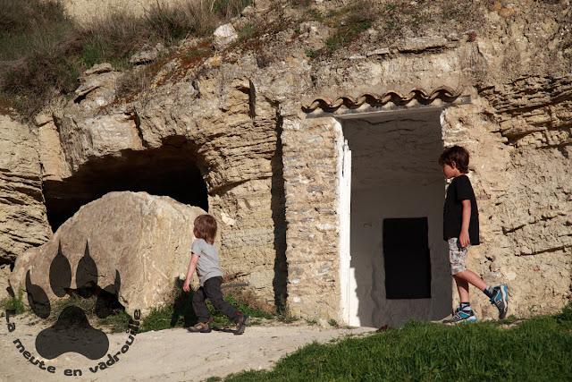 Espagne-navarre-arguedas-louveteaux-maison-troglodyte