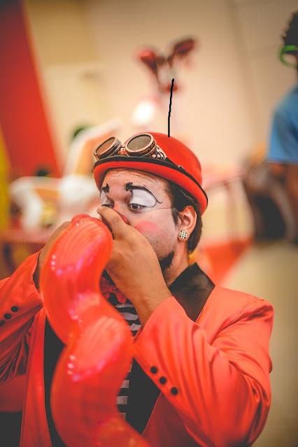 Festa aniversario de um ano com atrações de Humor e Circo para entreter e encantar seus convidados.