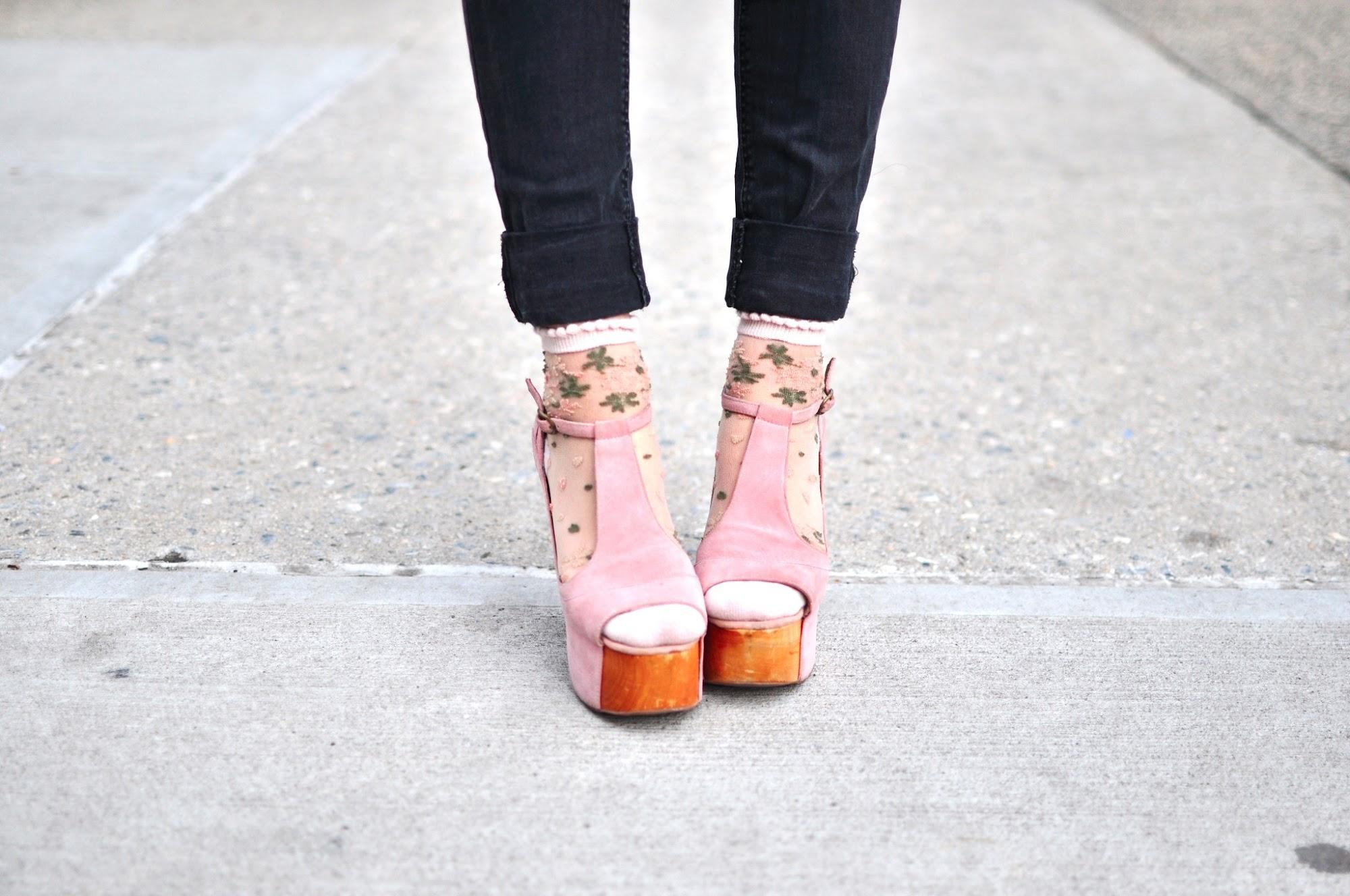 Fashion Blog Miranda Banana Pastel Pink