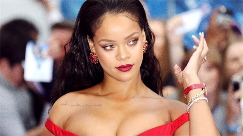 Rihanna tüm müslümanlardan özür diledi!
