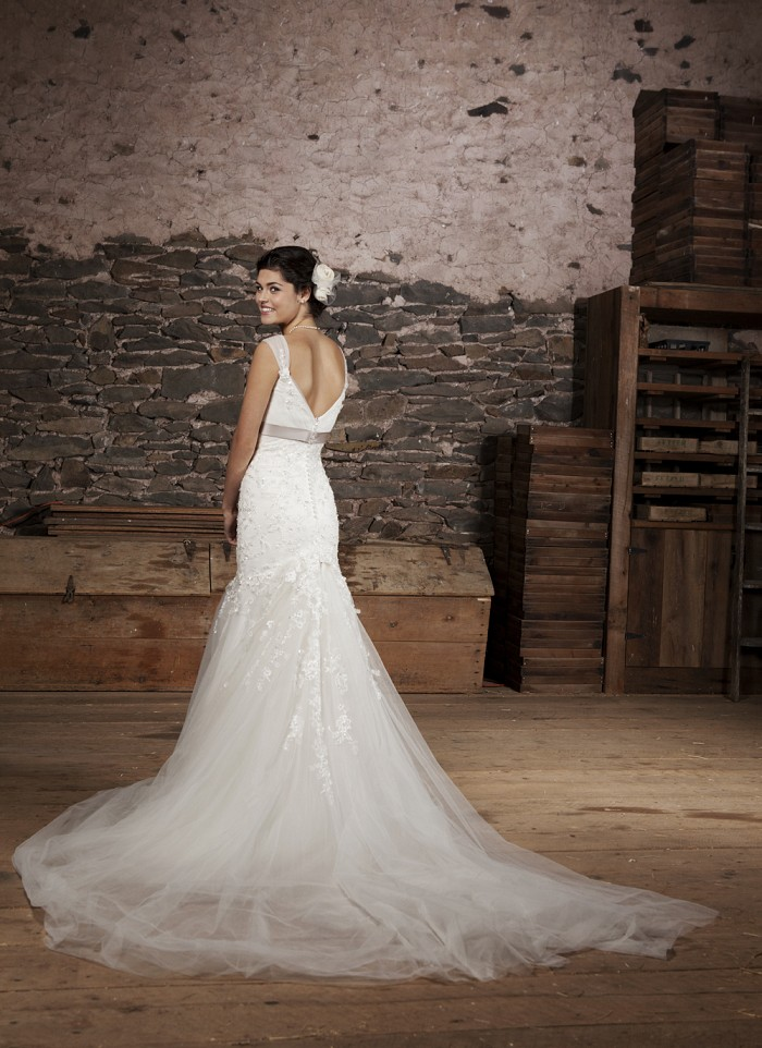 Cute Dresses Winter Weddings