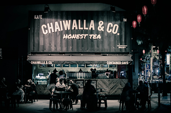 Membangun brand cafe outdor dengan konsep bangunan kontainer
