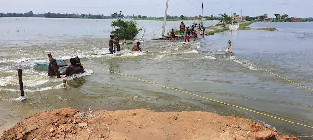 बाढ़ के पानी में बह गया माधोपुर-विशनपुर पथ