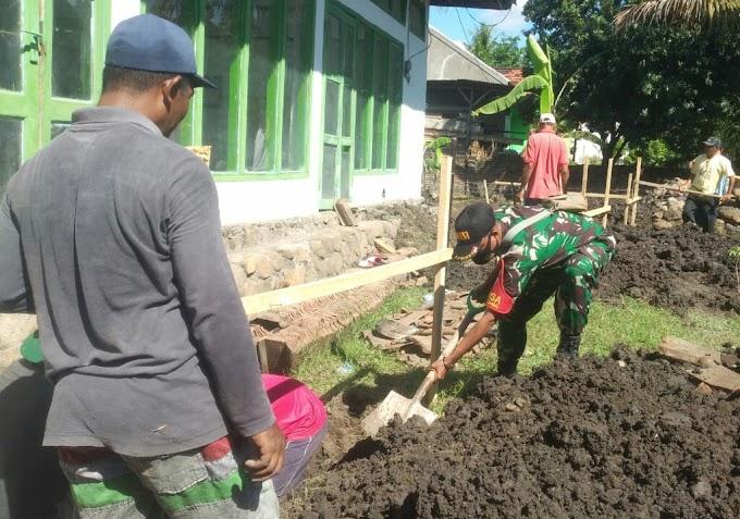 Kondisi Tidak Memadai, Babinsa Bersama Warga Gotong Royong Bangun Masjid Nahdatul Ummah Desa Sukadamai