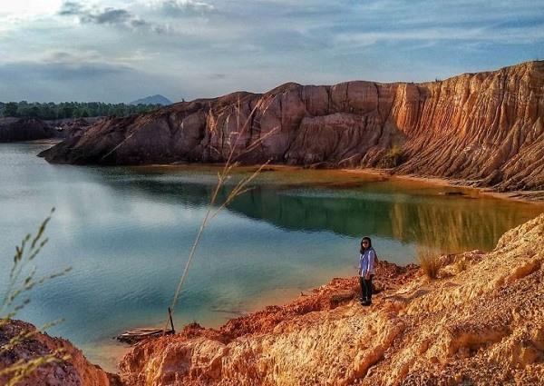 Danau ampar red hill liburan ke bangka belitung dengan traveloka xperience