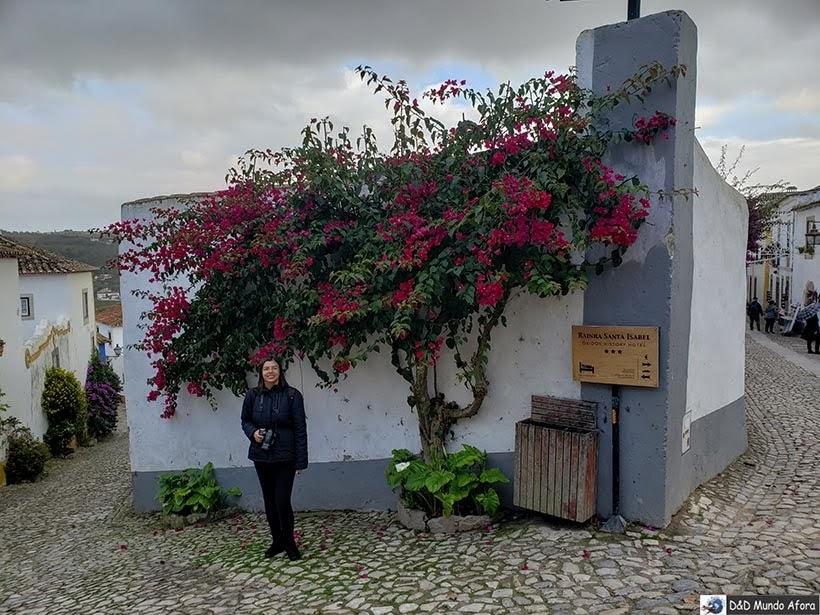 Posando nas ruas de Óbidos, Portugal