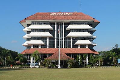 universitas pembangunan nasional