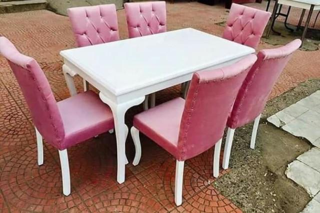 Meja Makan Minimalis Kayu Jati Merah Kain Beludru Merah Muda