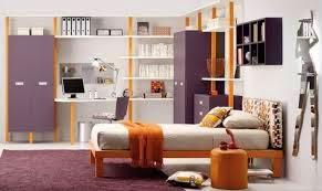 dormitorio en lila y naranja