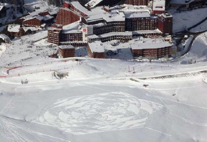 Рисунки на снегу. Simon Beck 40