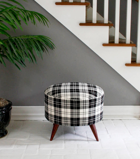 This DIY ottoman is plaid-tastic! A great simple addition to a living room