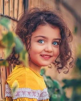 Hình Nền Baby Cute Với Đôi Mắt Màu Xanh