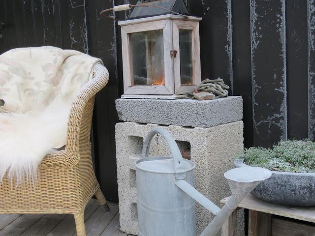 Lecablokker på terrassen, både praktisk og tøft. Du kan også ha telys i dem. IMG_0048-min