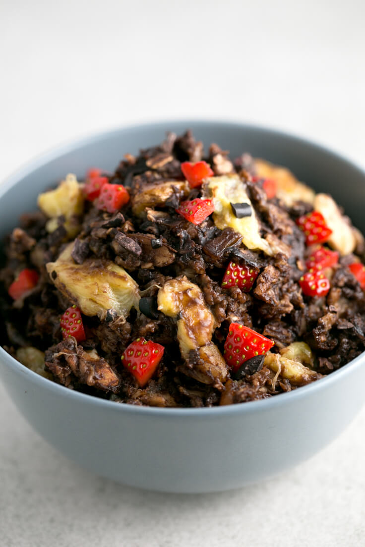 Baked Chocolate Oatmeal Porridge - Baked oatmeal porridge has a more intense flavour than traditional ones and does not require stirring. Unfortunately, these chocolate porridge are scary!