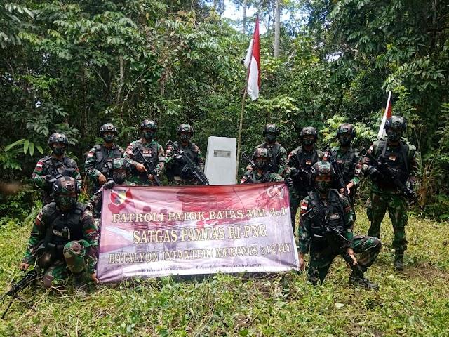 Cek Patok Batas Negara, Satgas Yonif 512/Bagikan Sembako Kepada Warga Pedalaman Papua