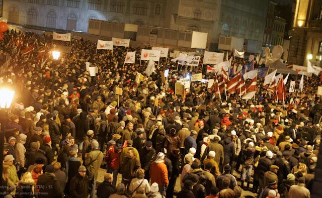 2007 год. Рига. Домская площадь. Митинг 2007 года.