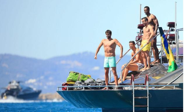 Cristiano Ronaldo Menikmati Liburan Di Ibiza, Menjelang Euro 2016