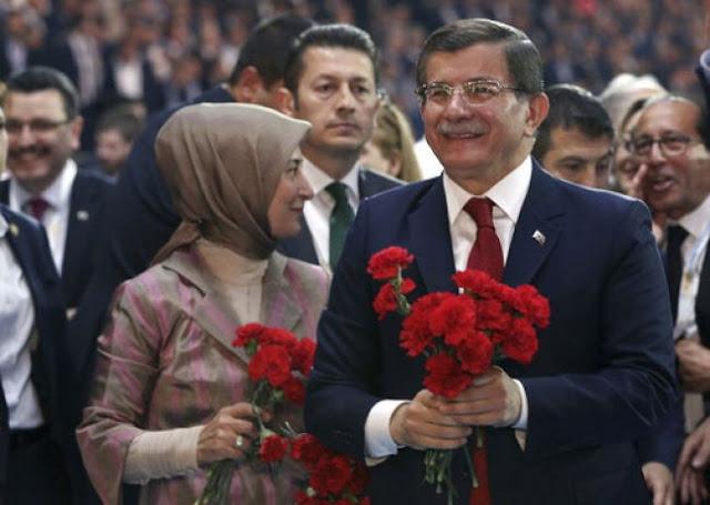 Οι Νταβούτογλου - Μπαμπατζάν «προκαλούν» τον Ερντογάν...
