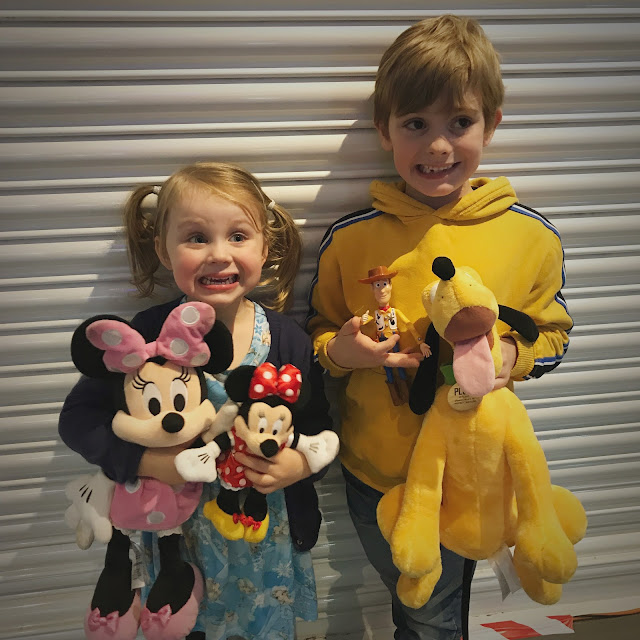 Disney on Ice - 100 Years of Magic 2019 - Bert and Connie with their toys