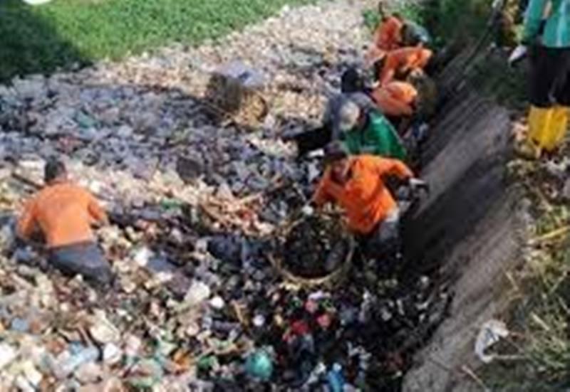 Pasukan Orange Datang, Sampah Drainase Seibeduk Hilang