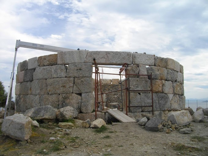Το Ταφικό Μνημείο στις Κολόνες Σαλαμίνας