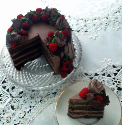tort-czekoladowy-z-owocami