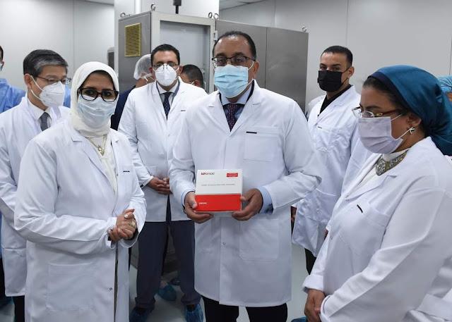 """رئيس الوزراء يشهد إنتاج أول مليون جرعة من لقاح فيروس كورونا المصنع محلياً بشركة """"فاكسيرا"""""""