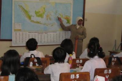Guru yang Sudah Sertifikasi Wajib di Sekolah 8 Jam