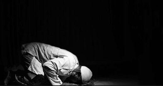 7 Contoh Pembagian Waktu Shalat Malam Menurut Ulama