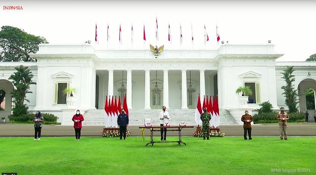 Presiden Jokowi Luncurkan 300 Paket Obat Isoman Gratis untuk Rakyat