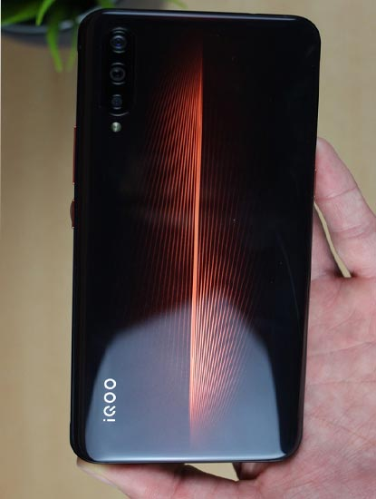 Harga dan Spesifikasi Vivo iQoo