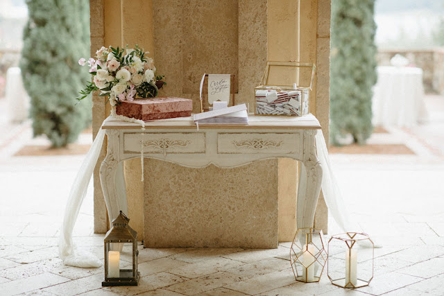 guestbook and gift card table