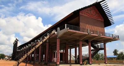 Rumah Adat Kalimantan Barat (Rumah Radakng)