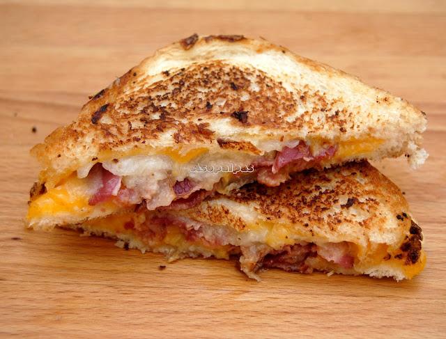 Sándwich de Bacon, Pera y Queso Cheddar