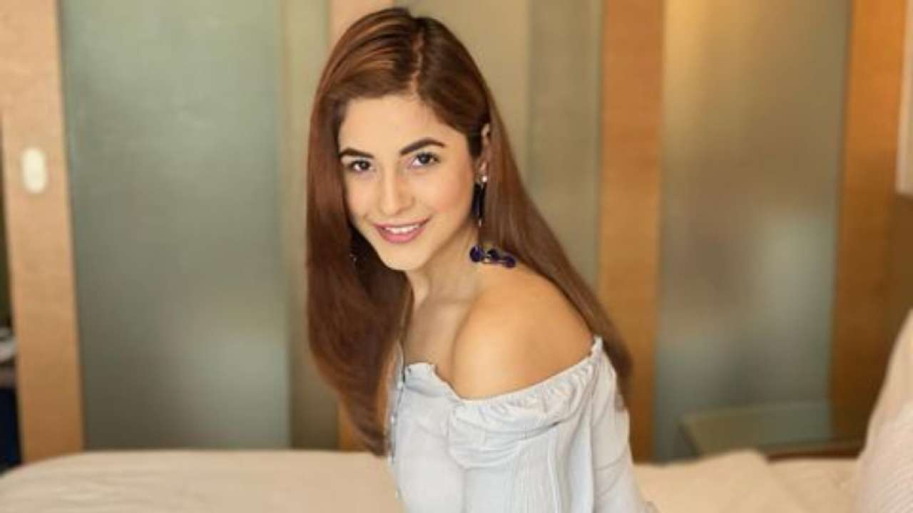 Beauty Gossips: Photos of the Day Kartik Aaryan may be a 'bird' in the latest pic, Bigg Boss13 fame Shehnaaz Gill shares a post about love